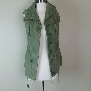 Willow & clay army green vest small